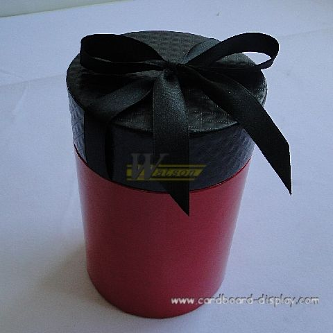 Round hat box with ribbon